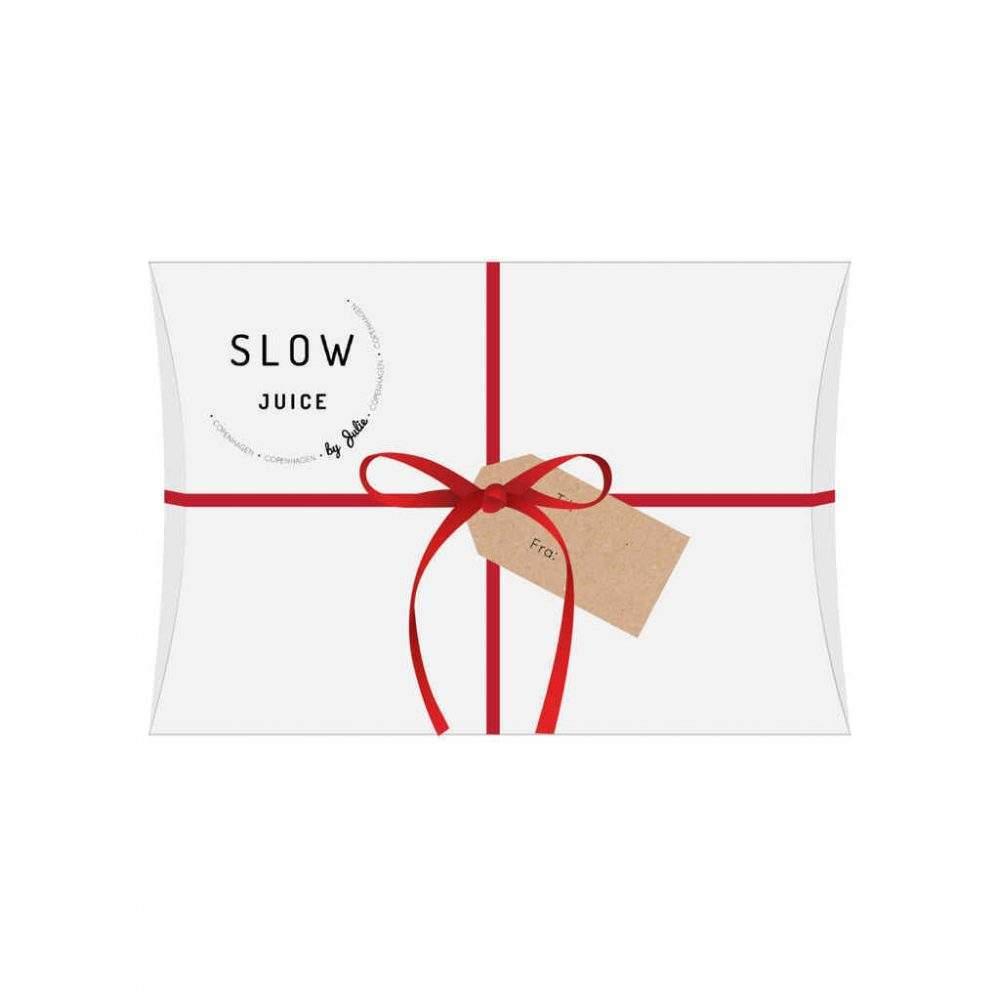 Slowjuice gavekort hvid kasse med Slowjuice logo og roedt baend paa hvid baggrund