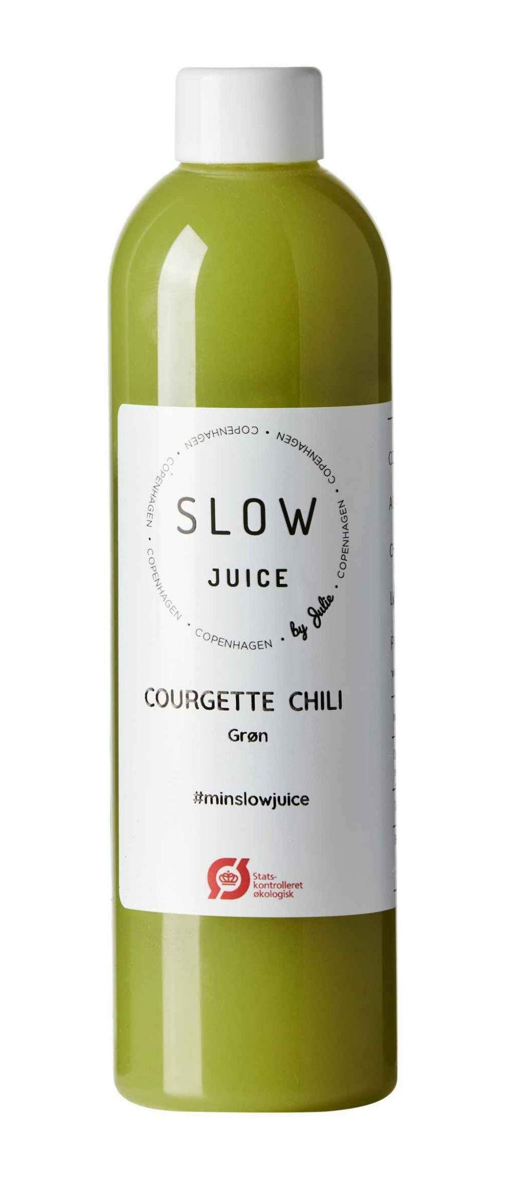 courgette chili Slowjuice paa hvid baggrund