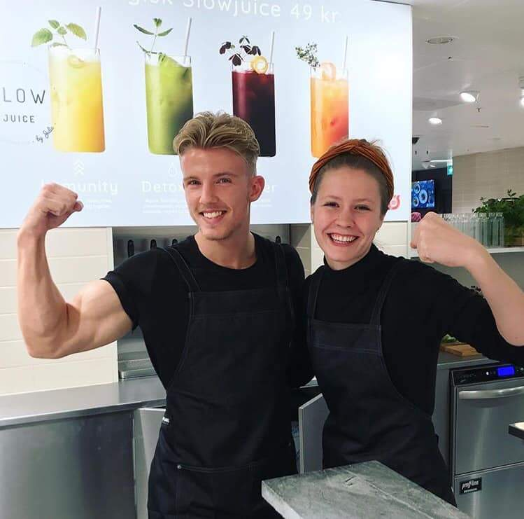 Slowjuicemedarbejdere, Daniel og Freja, med en masse go' energi I Slowjuice Drivhuset i Magasin du Nord